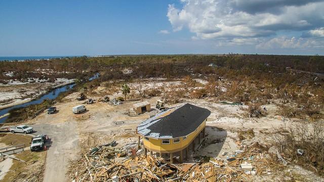Nhờ kiểu thiết kế đặc biệt mà những căn nhà này vẫn sống sót sau hàng loạt cơn siêu bão