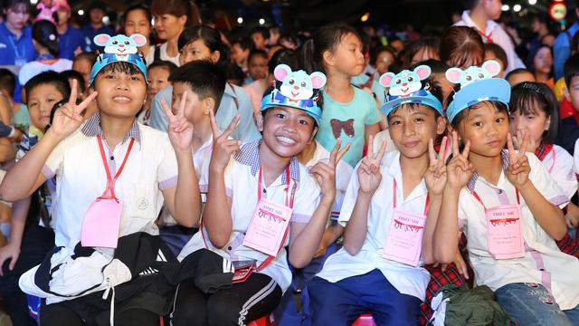 Hàng nghìn em thiếu nhi rộn ràng đón trung thu ở Sài Gòn