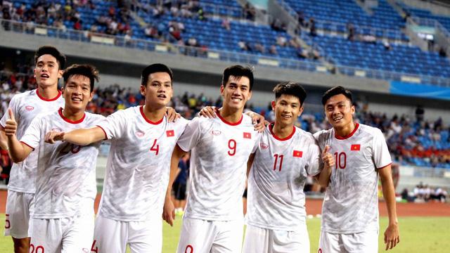 """Báo Trung Quốc: 2 năm qua, bóng đá Trung Quốc nhạt nhòa dưới """"cái bóng"""" của Việt Nam"""