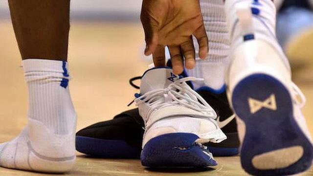 Điều gì có thể khiến đôi giày bóng rổ 110 USD nổ toạc? Cựu designer của Nike lên tiếng giải thích