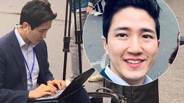 """Xuất hiện nam phóng viên """"cực phẩm"""" với góc nghiêng thần thánh tác nghiệp trong sự kiện thượng đỉnh Mỹ - Triều ở Hà Nội"""