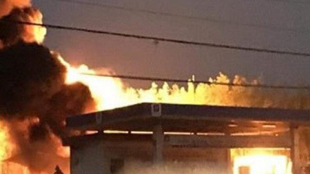 Tây Ninh: Cây xăng bốc cháy dữ dội trong lúc chờ tiếp nhiên liệu
