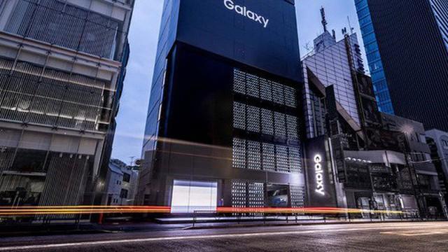 """Samsung trả lời câu hỏi """"Tiền nhiều để làm gì"""": Dùng 1000 smartphone Galaxy chỉ để trang trí tường cho cửa hàng"""