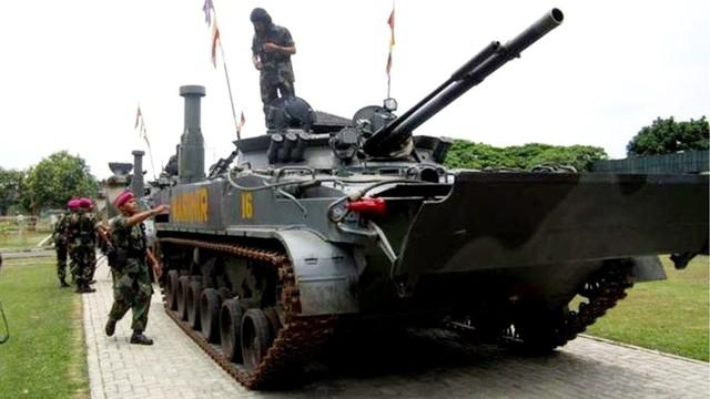 Lính thủy đánh bộ Indonesia dùng xe Nga để huấn luyện chiếm đảo