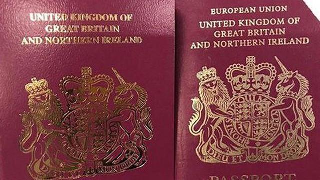 """Anh xóa chữ """"Liên minh châu Âu"""" trên bìa hộ chiếu"""