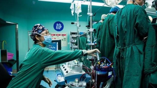 Cuộc chiến nảy lửa trên thị trường thuốc trị ung thư Trung Quốc
