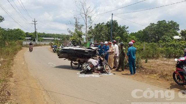 Tông vào xe tự chế chở tôn, một người bị cắt đứt cổ tử vong
