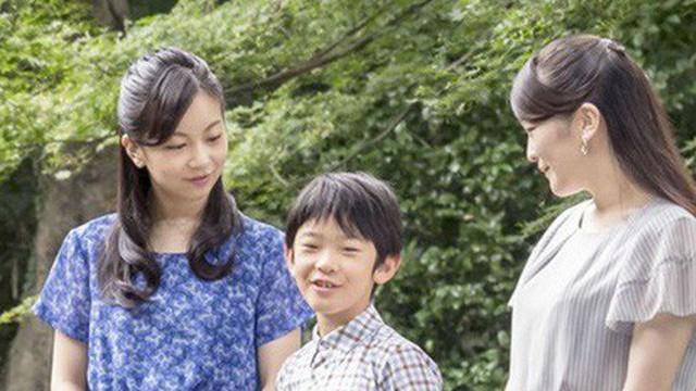 Nhật Bản: Truy tìm kẻ đặt dao vào ngăn bàn học của Hoàng tử 12 tuổi