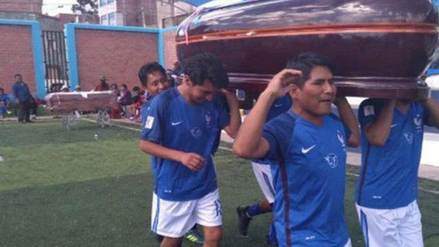 12 đội bóng so tài mỗi năm để giành lấy... mấy cỗ quan tài trong một giải đấu độc nhất vô nhị tại Peru