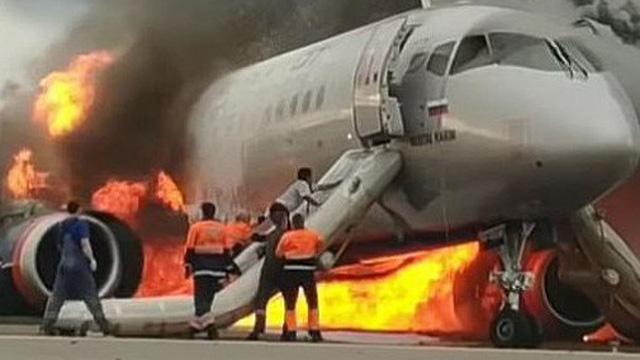 Video: Cơ phó máy bay Nga thoát hiểm an toàn vẫn liều mình quay lại cứu cơ trưởng
