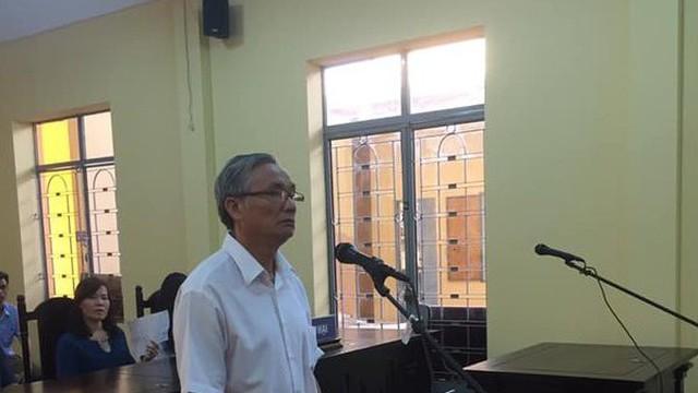Giao cấu với nữ sinh lớp 10, cựu giáo viên U60 lãnh 2 năm tù