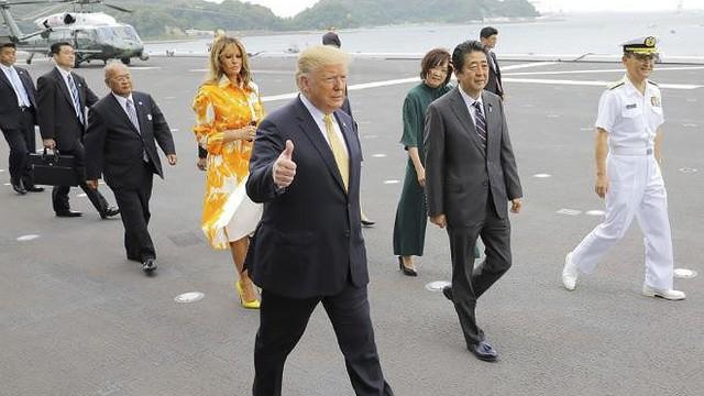 """Ông Trump thăm tàu sân bay Nhật, người Trung Quốc """"sốt vó"""""""