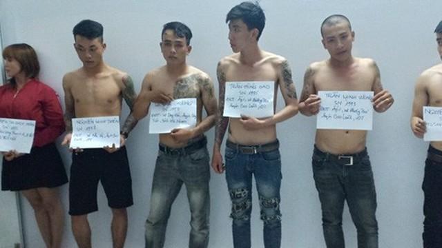 Khởi tố nhóm thanh niên tự xưng cảnh sát, chống người thi hành công vụ