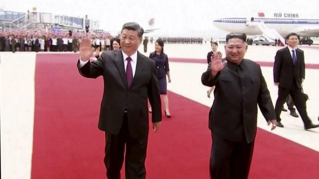 """Được 250.000 người dân Triều Tiên ra đón, Chủ tịch Tập Cận Bình cảm thấy như """"người một nhà"""""""
