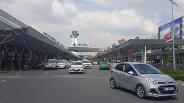 Liều lĩnh mang dùi cui ba khúc, phi thẳng vào sân bay Tân Sơn Nhất