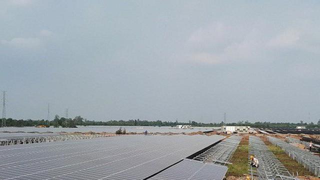 Hưởng nguồn điện vô tận, giá chát gần 2.000 đồng/kWh