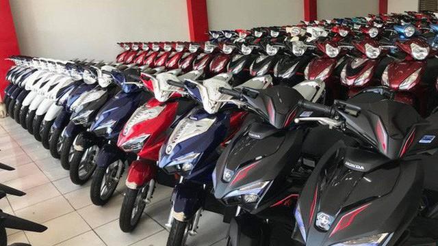 Xe máy hot giảm sâu, giá chạm đáy mới kỷ lục