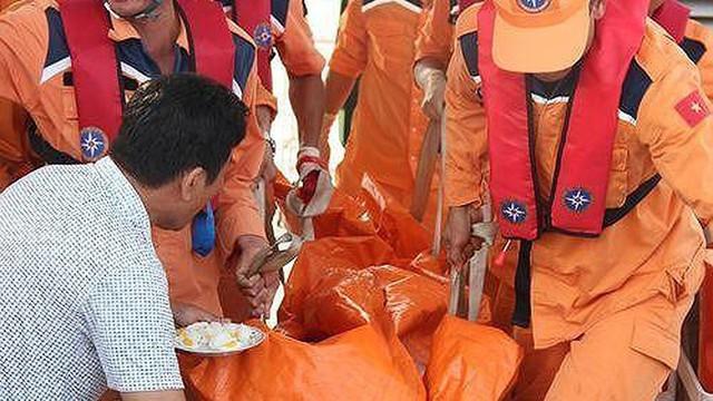 Dùng robot lặn tìm kiếm 9 ngư dân tàu cá Nghệ An còn mất tích