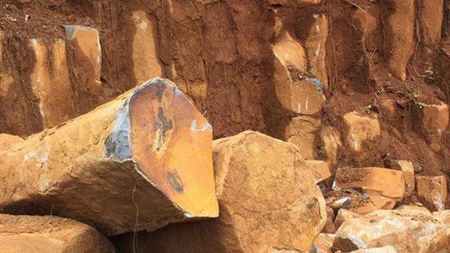 Điều tra vụ khai thác khoáng sản trong rừng do quân sự quản lý