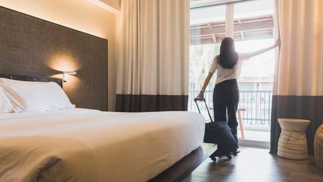 Lý do thời gian nhận trả phòng khách sạn thường là 14h và 12h, vậy 2 tiếng ở giữa dùng để làm gì?