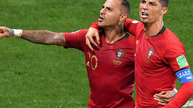 """Bạn thân """"siêu sao"""" Ronaldo lại đánh tiếng muốn đến V-League"""