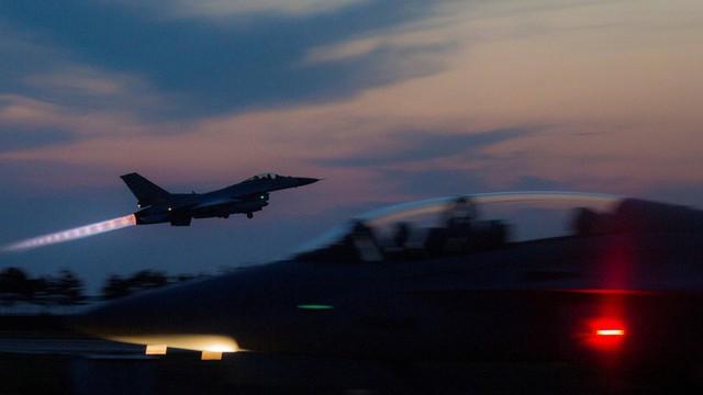 Máy bay Nga bị bắn hàng trăm phát súng cảnh cáo, Moscow choáng váng?