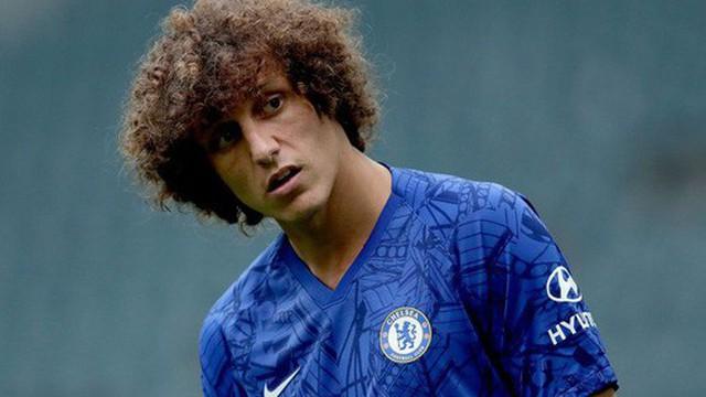 """Cãi lời HLV, """"biểu tình"""" đòi ra đi, cầu thủ có bộ tóc xù ấn tượng nhất Ngoại hạng Anh khiến cơ sở làm ăn của mình chịu vạ lây"""