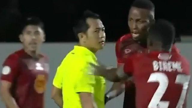 Trat FC nhận án phạt nặng sau khi làm 'trò hề' ở trận đấu với đội bóng cũ của Xuân Trường tại Thai League 1