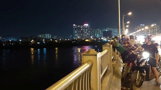 Hà Nội: Chưa tìm thấy cô gái trẻ nghi mang thai, nhảy cầu Vĩnh Tuy tự tử