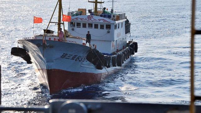 Philippines bắt đầu mất kiên nhẫn với tàu đội lốt của Trung Quốc trên Biển Đông
