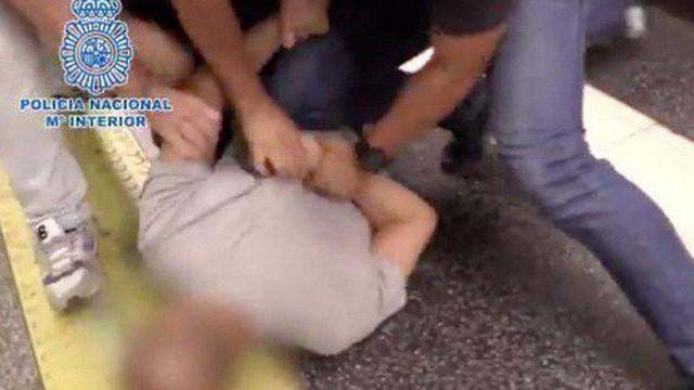 Cảnh sát Tây Ban Nha bắt nghi phạm quay lén dưới váy 555 phụ nữ