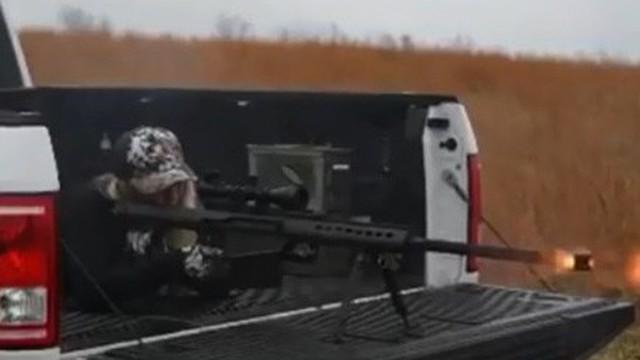 Video: Uy lực của súng bắn tỉa hạng nặng trong tay cô gái Israel