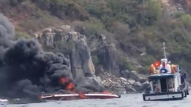 Cháy ca nô trên vịnh Nha Trang, hai thuyền viên bị bỏng