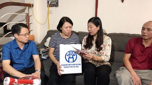 10 ngày sau cháy, lãnh đạo Hà Nội xuống thăm người dân cạnh Cty Rạng Đông