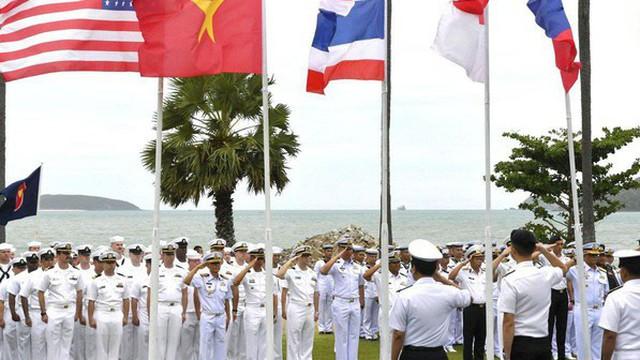 """Diễn tập với Mỹ và Trung Quốc ở Biển Đông, ASEAN tạo thế """"cân bằng quân sự"""""""