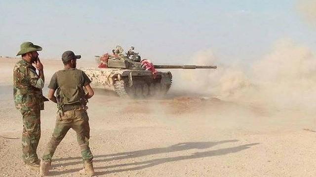 """Chiến sự Syria: Khủng bố IS án binh bất động ở sa mạc trước """"bão"""" càn quét, Nga xuất kích tấn công dữ dội"""