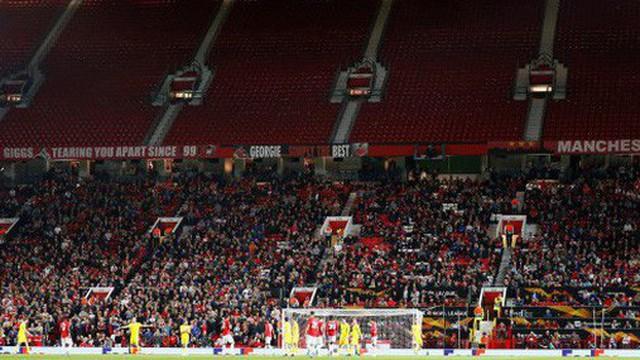 Hiện tượng lạ: Hàng chục nghìn fan rủ nhau 'bỏ rơi' MU ngay tại thánh địa Old Trafford
