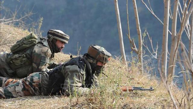 Binh sĩ Ấn Độ, Pakistan sử dụng súng cối, hỏa lực mạnh giao tranh qua LoC
