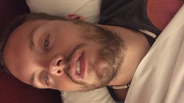 Chúng ta có thể mở mắt khi ngủ hay không?