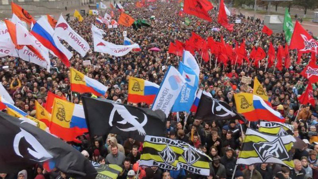 Moscow: 25.000 người xuống đường bất chấp mưa lạnh