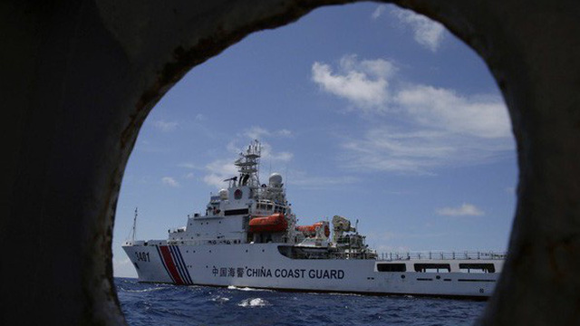 """Philippines """"nổi đóa"""" với tàu hải cảnh Trung Quốc trên Biển Đông"""