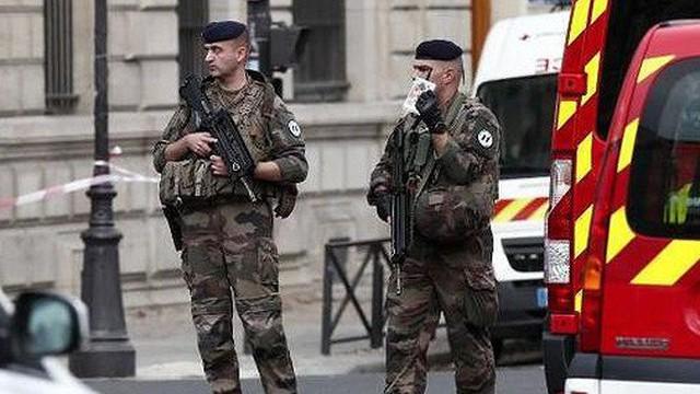 Đâm dao ở đồn cảnh sát Paris, 4 sỹ quan thiệt mạng