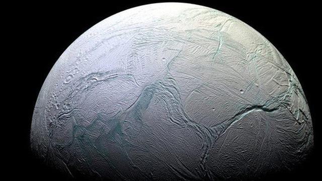 Nghiên cứu mới từ NASA: Nước trên Enceladus, mặt trăng của Sao Thổ, chứa yếu tố cấu thành protein và tạo nên sự sống