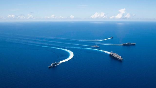 Tàu chiến Mỹ tập trận phô diễn sức mạnh trên Biển Đông