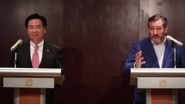 """""""Chuyện lạ"""" trong vòng 35 năm, Thượng nghị sĩ Mỹ đương nhiệm tới thăm Đài Loan"""