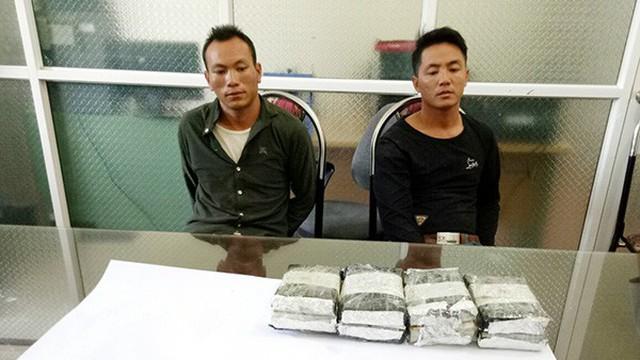 Bắt 2 đối tượng vận chuyển 8 bánh heroin ở Lào Cai