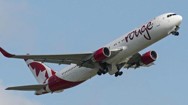 """Khởi hành được 37 phút, phi công buộc phải hạ cánh khẩn cấp vì một mùi """"vừa lạ vừa quen"""" trên máy bay"""