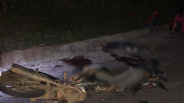 Xe máy đối đầu kinh hoàng khiến 4 người chết, 2 người bị thương
