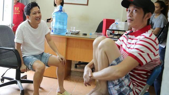 Sao Việt sở hữu nhà, xe tiền tỷ vẫn mặc đồ chợ, đi xe máy, ăn cơm bụi