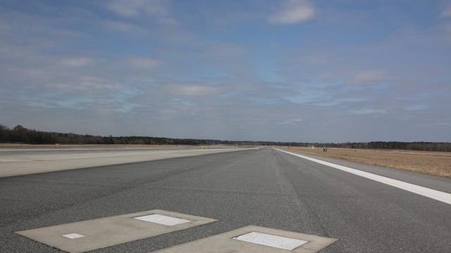 Bí ẩn 2 ngôi mộ nằm trên đường băng ở sân bay Mỹ